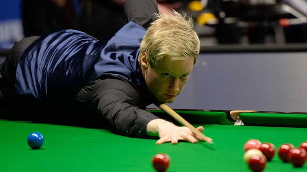 Neil Robertson am Snooker-Tisch (Quelle: DerHexer, Wikimedia Commons, CC-by-sa 4.0)